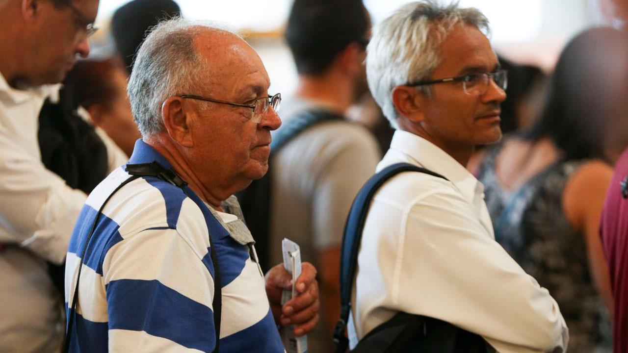 Dois grupos de idosos começam a imunização na segunda fase