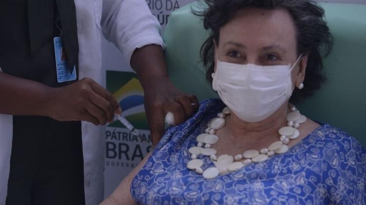 Margareth Dalcomo recebeu em janeiro a dose da vacina Oxford/AstraZeneca na Fiocruz