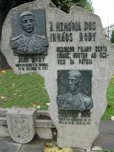 """A obra """"Memória dos irmãos Roby"""", que choca pelo racismo expresso."""