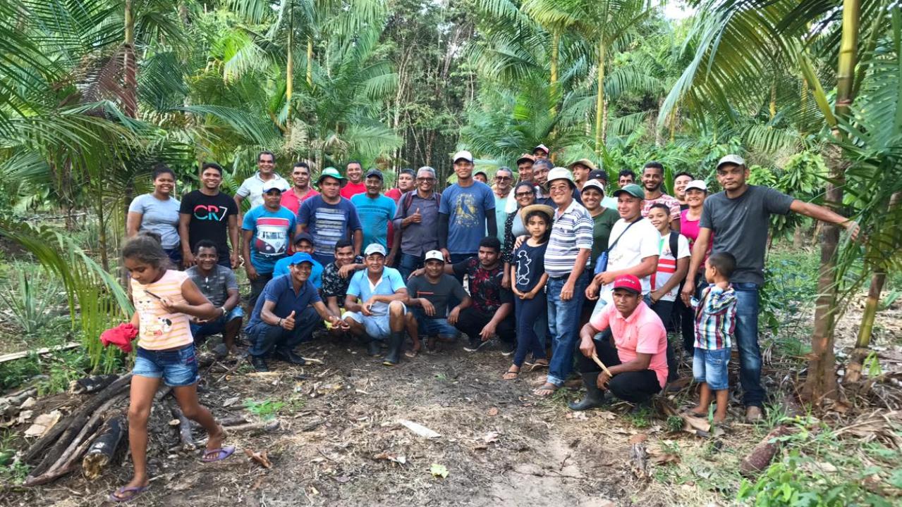 Michinori promove ações sociais para ensinar técnicas de agricultura aos locais.