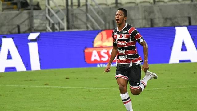 Júnior Sergipano, aos 22 minutos do segundo tempo, anotou o gol da vitória dos visitantes/