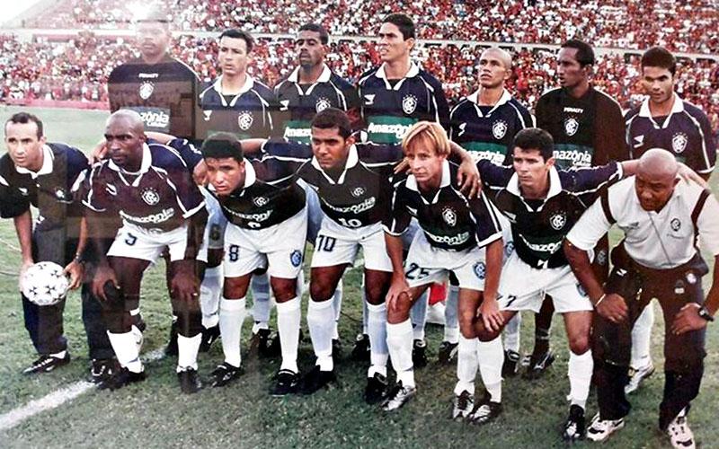 Fernando Silva (último agachado esq. para direita), no Remo de 2000 na Copa João Havelange.