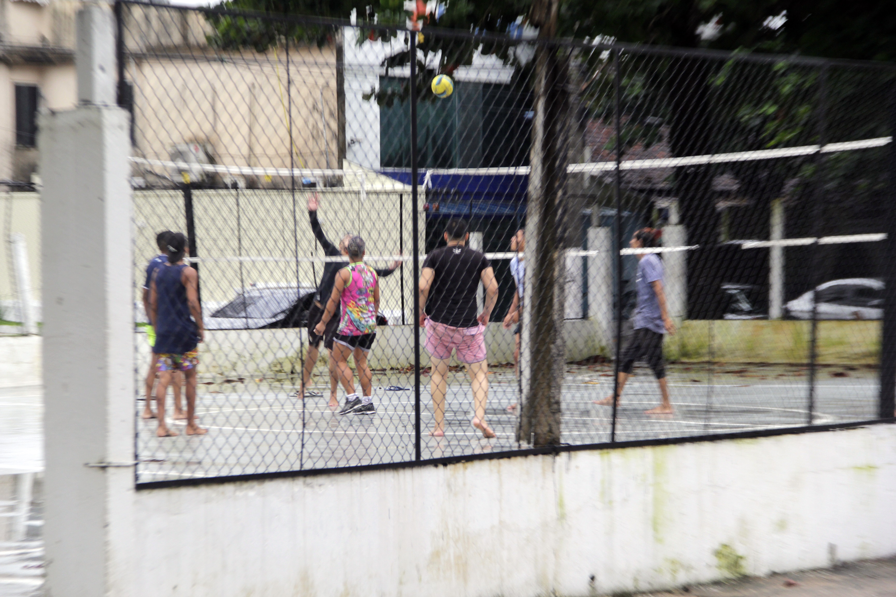 Grupo joga em quadra de Belém, na tarde desta sexta (12)
