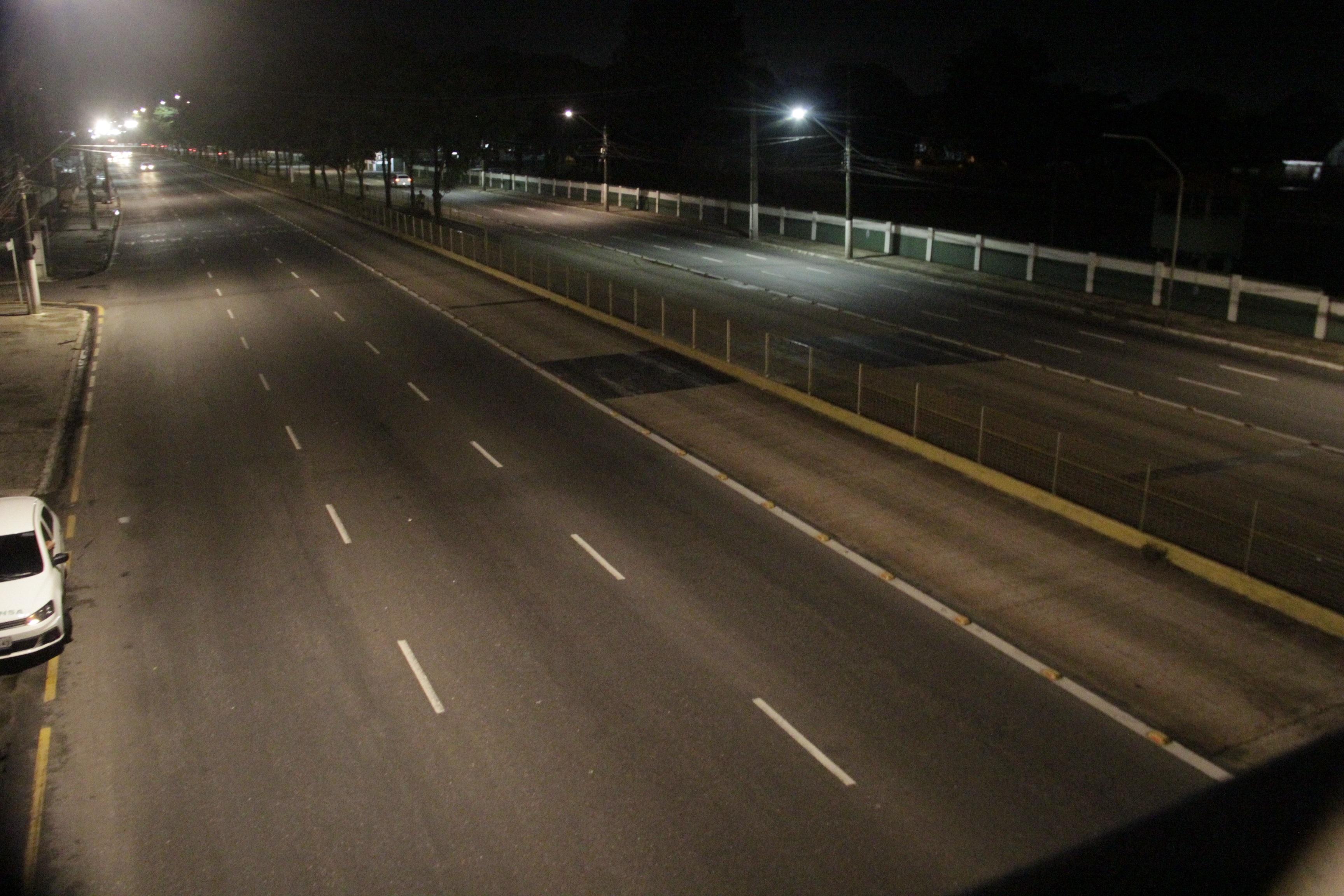 A partir das 21h, equipe do DIÁRIO registrou rua da capital deserta