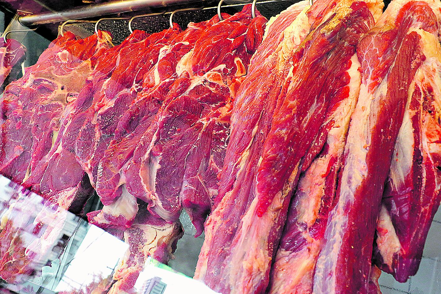 Carne exposta em um estabelecimento comercial