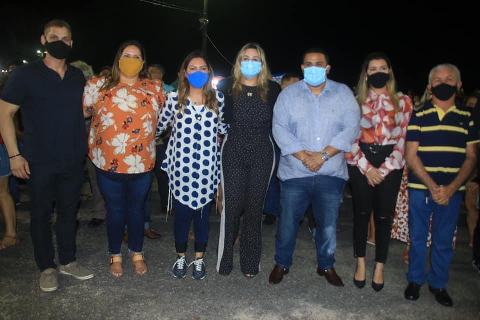 Prefeito Anderson Dias e outras autoridades realizaram a entrega da orla revitalizada