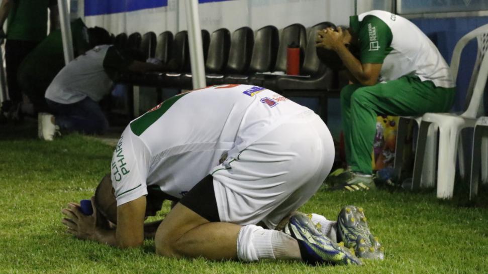 Momento em que Léo Rosa desperdiçou pênalti que levaria decisão às penalidades máximas.