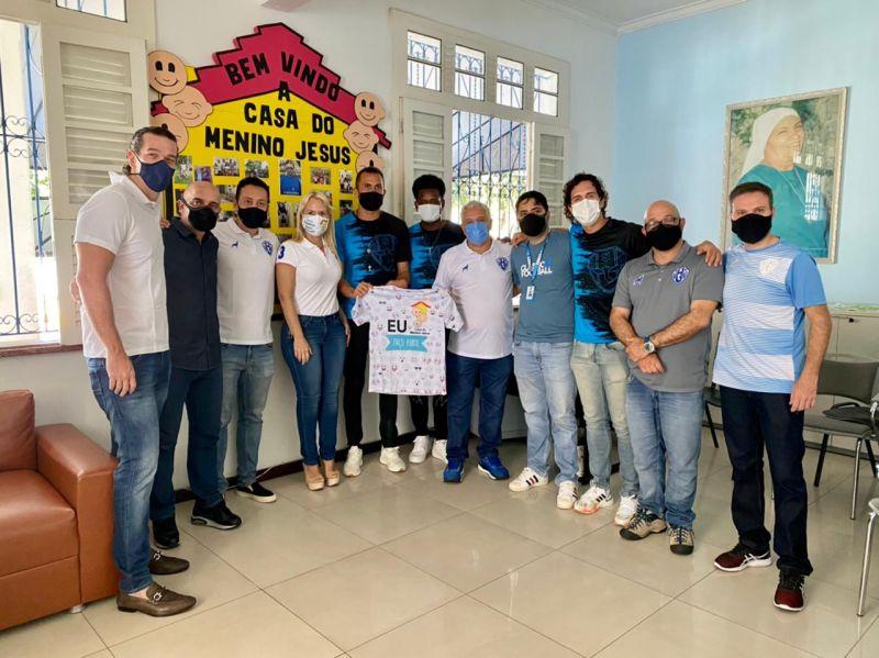 Comitiva do Paysandu em ação social realizada neste domingo (25).