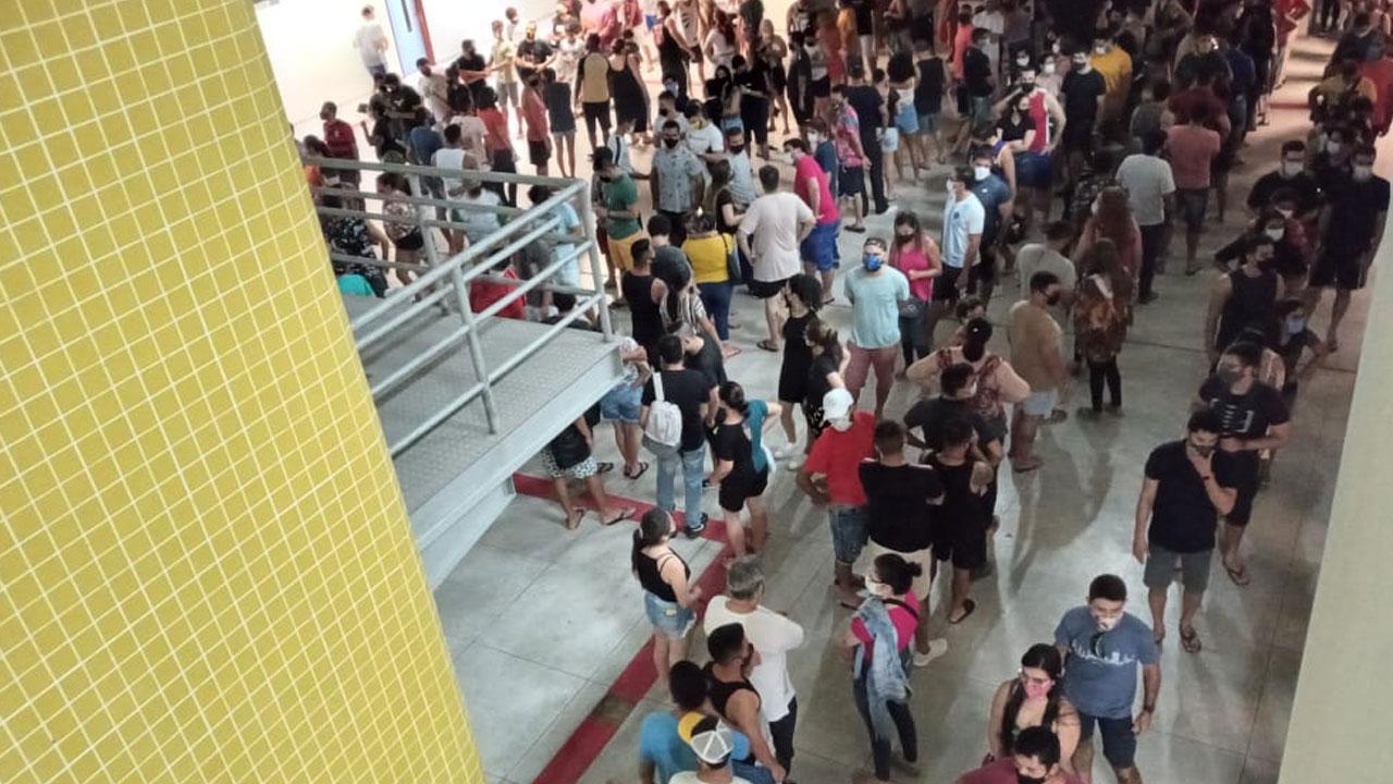 Uma fila enorme foi registrada dentro da UFPA
