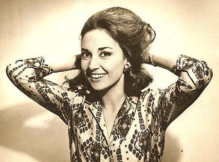 Eva Wilma Riefle Buckup Zarattini nasceu em São Paulo, em 1933, filha de um metalúrgico alemão e uma portenha judia.