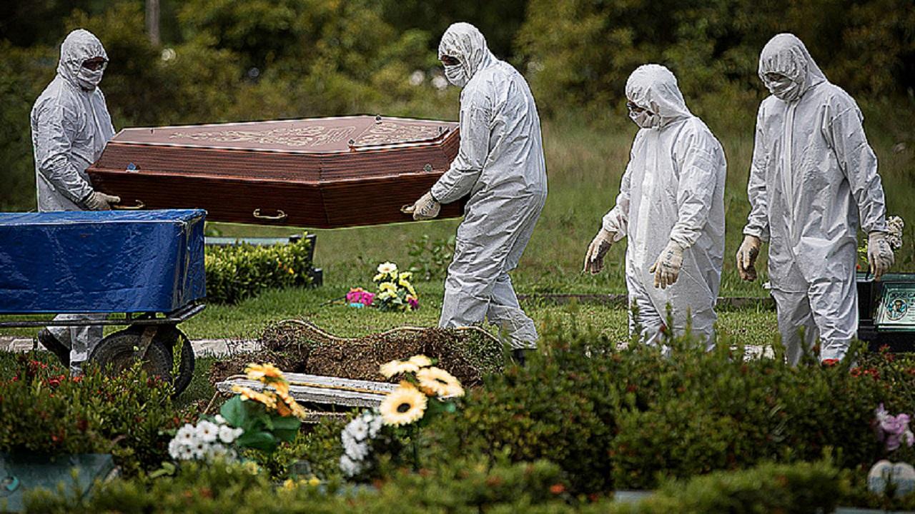 Triste marca: 400 mil mortos em 14 meses de pandemia