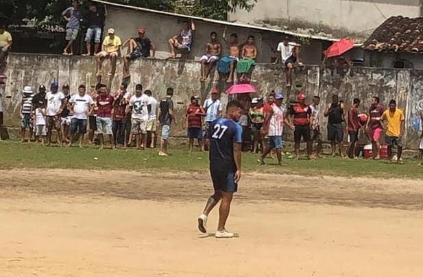 Volante Lailson (camisa 27) é um dos atletas punidos por indisciplina no Remo.