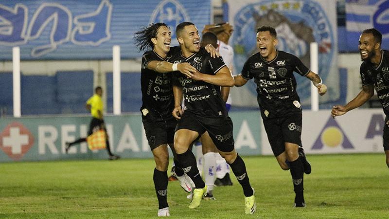 Elyeser comemora o gol da vitória que colocou o Papão nas semifinais do Campeonato Paraense.