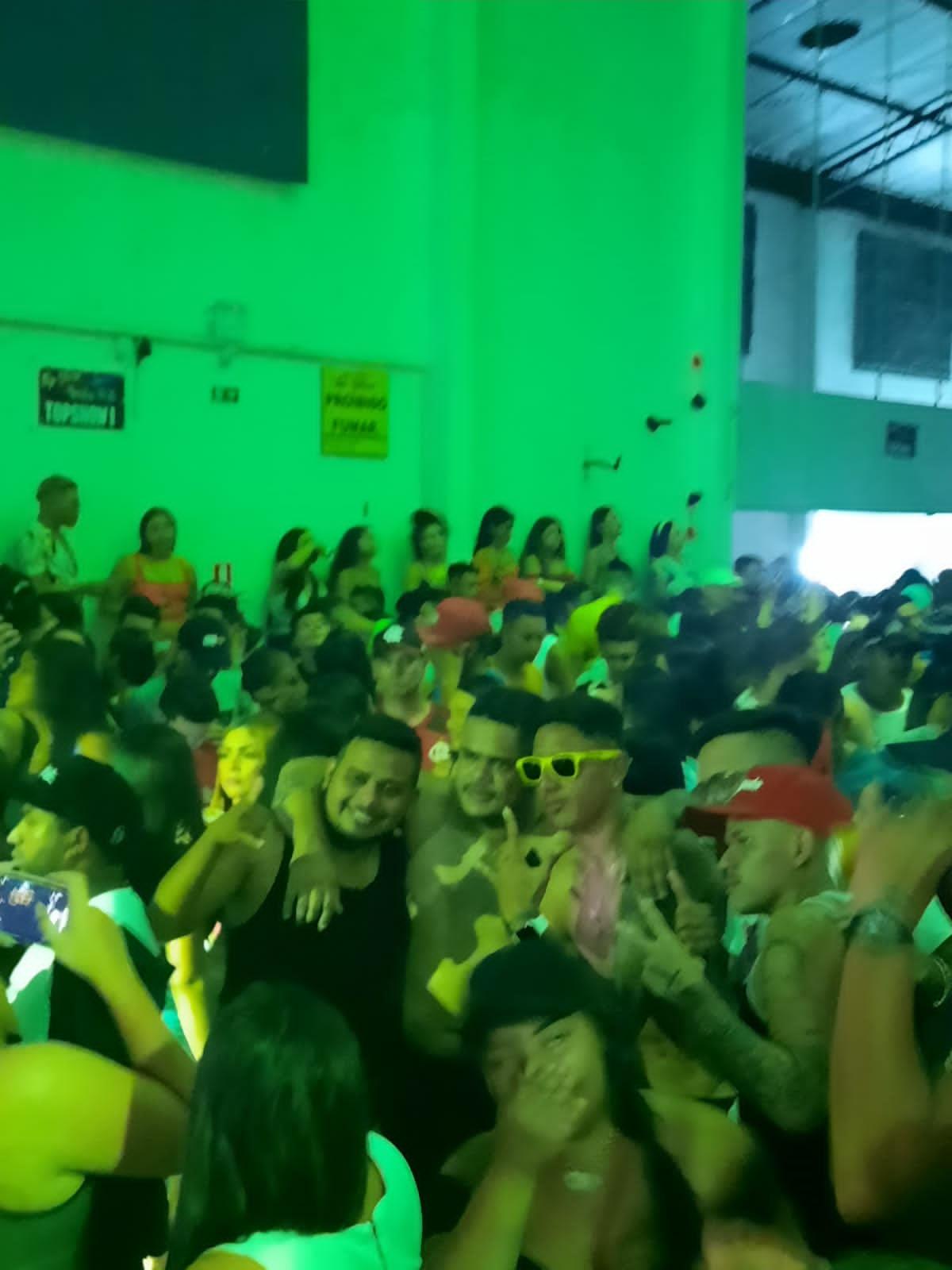 Atacante Thiago Miranda (de óculos amarelo), também esteve em festa no final de semana e será punido pelo Remo