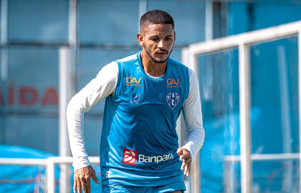 Jogador treina na equipe titular de Vinícius Eutrópio.
