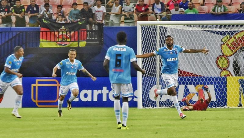 Cassiano faz um dos gols do Paysandu na última vitória do time contra o Manaus, em 2018.