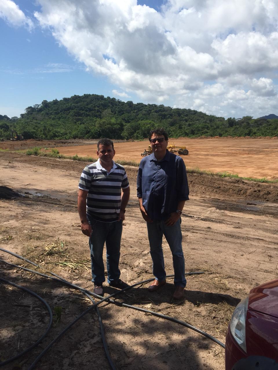Presidente do Tapajós, Sandeclei Monte, ao lado do consultor e advogado André Cavalcante