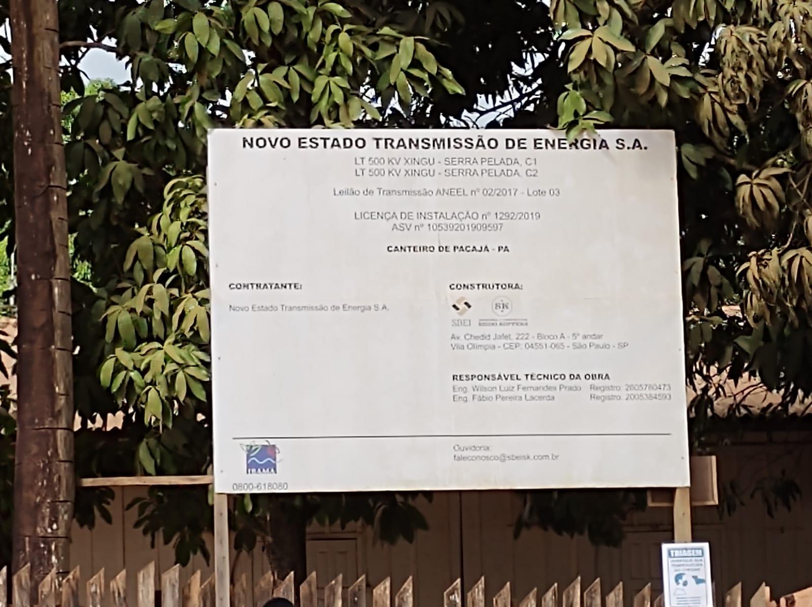 Placa do empreendimento de construção das linhas de transmissão, em Pacajá, no Pará.