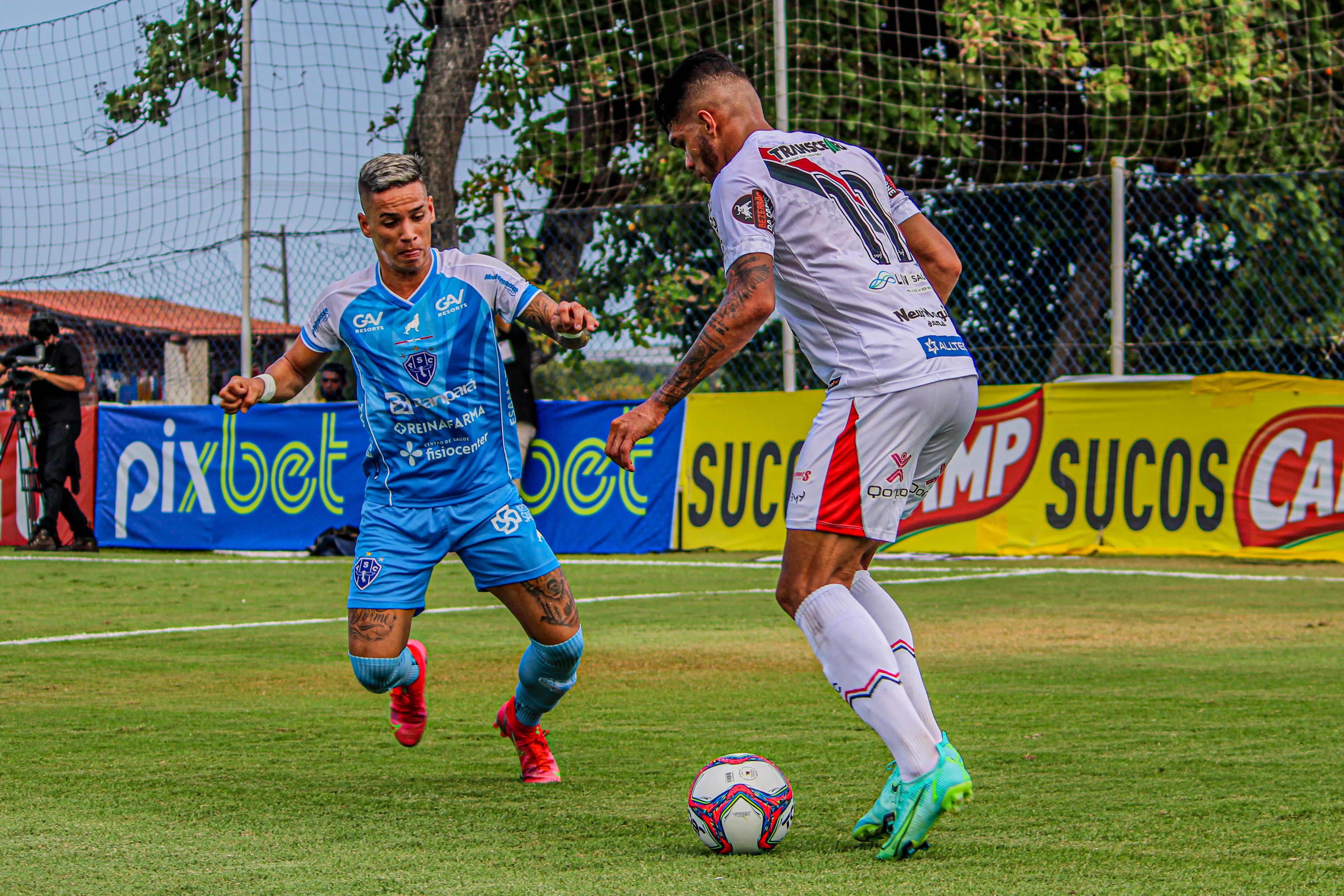 Diego Matos sofreu sem apoio nas coberturas.