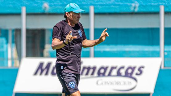 Roberto Fonseca é o encarregado de conduzir o time ao acesso.