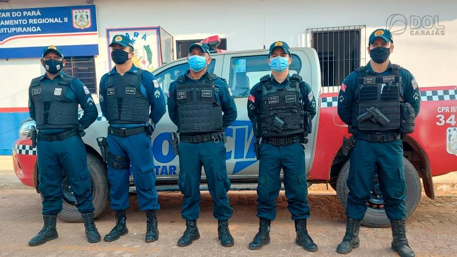 Militares que efetuaram a prisão do suspeito