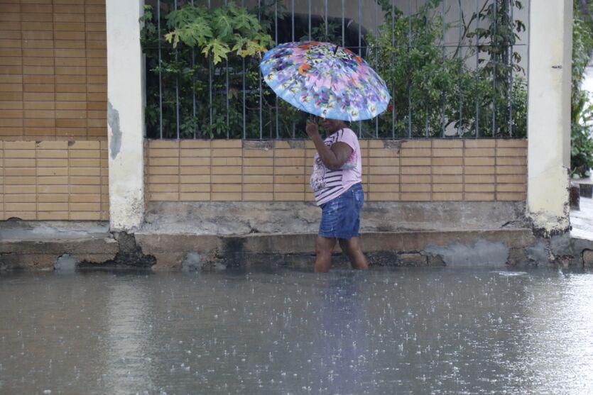 Belém amanhece por debaixo de muita chuva nesta sexta (17)