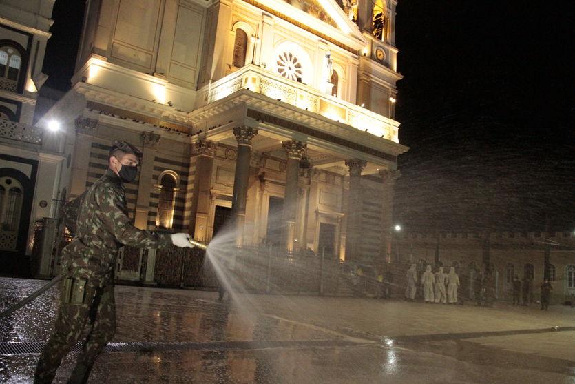 Basílica Santuário de Nazaré passa por desinfecção. Veja as fotos