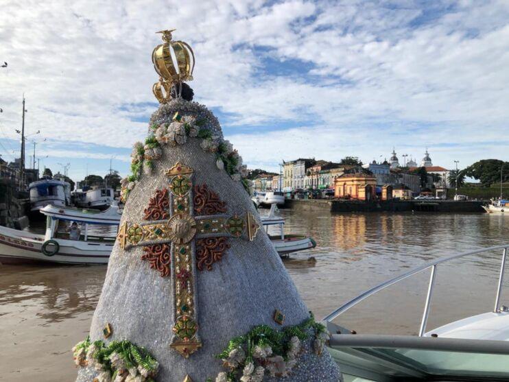 Imagem peregrina de Nossa Senhora de Nazaré faz trajeto pela orla de Belém