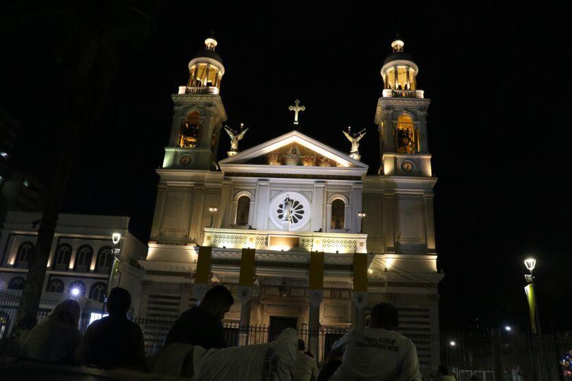 Círio 2020: veja fotos da movimentação na Basílica na noite de apresentação do manto