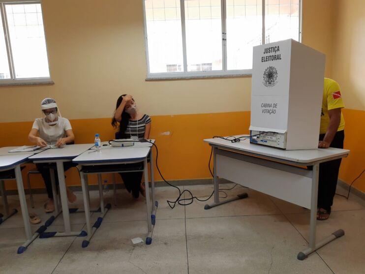 Seções eleitorais estão tranquilas e respeitam distanciamento