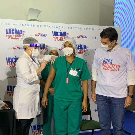 Shirley Cuimar Cruz Maia, primeira vacinada