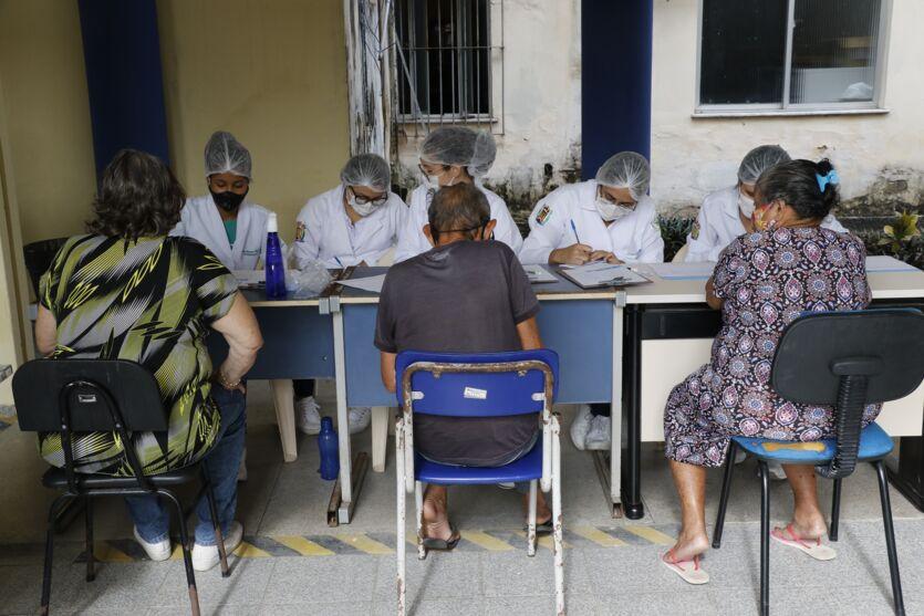 Galeria: primeiro dia de vacinação de idosos entre 80 e 82 anos em Belém