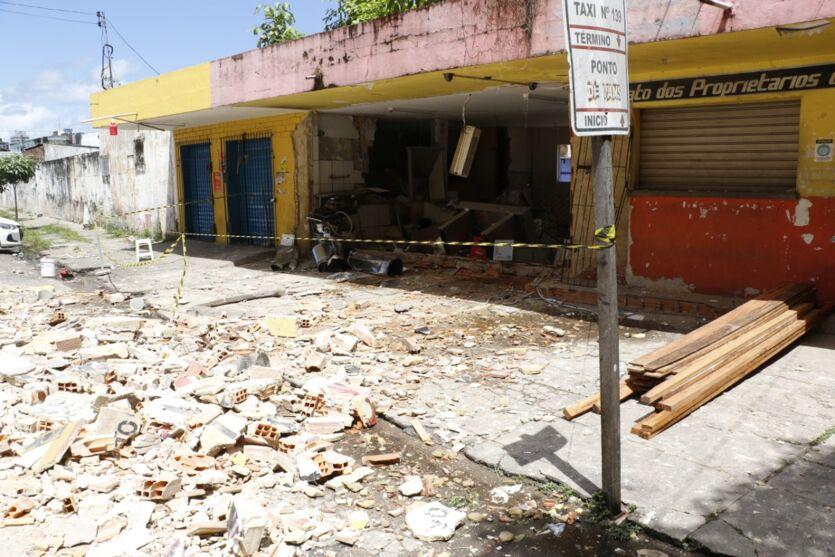 Veja fotos após a explosão que destruiu restaurante em Belém