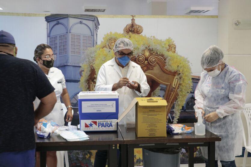 Veja imagens da vacinação neste domingo (20) em Belém