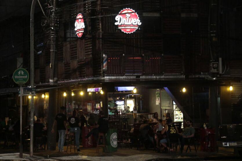 Veja a movimentação nos bares após fim do toque de recolher