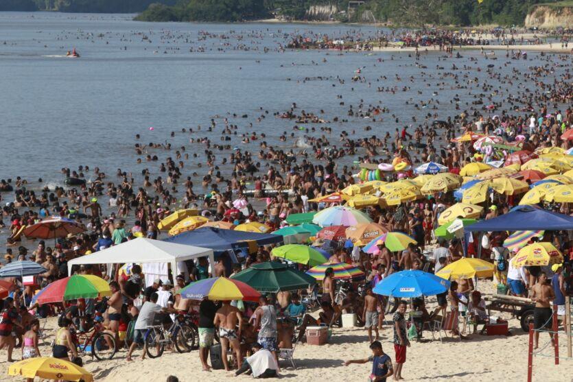 Galeria: domingo (1º) com gosto de fim de férias nas praias