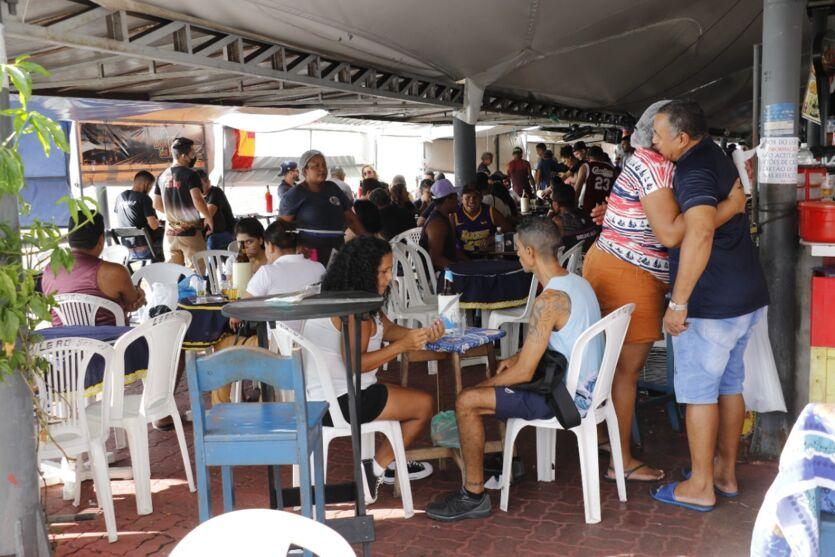 Veja imagens deste sábado (17) de férias em espaços de Belém