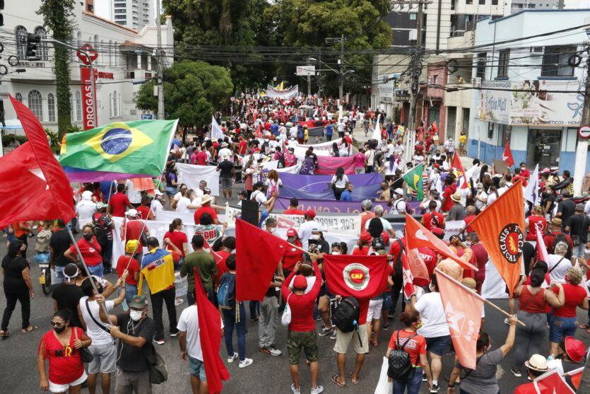 Veja imagens da manifestação contra Bolsonaro em Belém