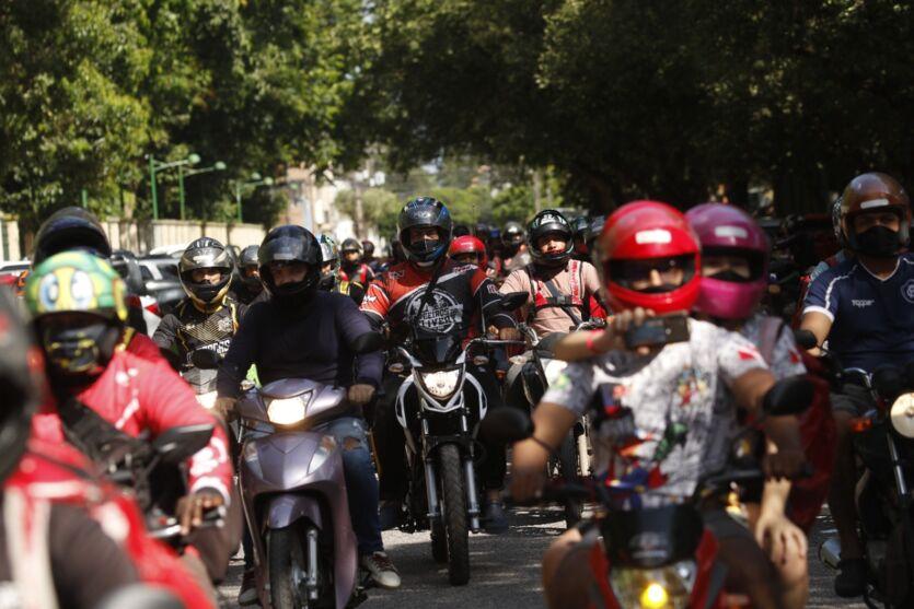 Entregadores de comida por app protestam em Belém