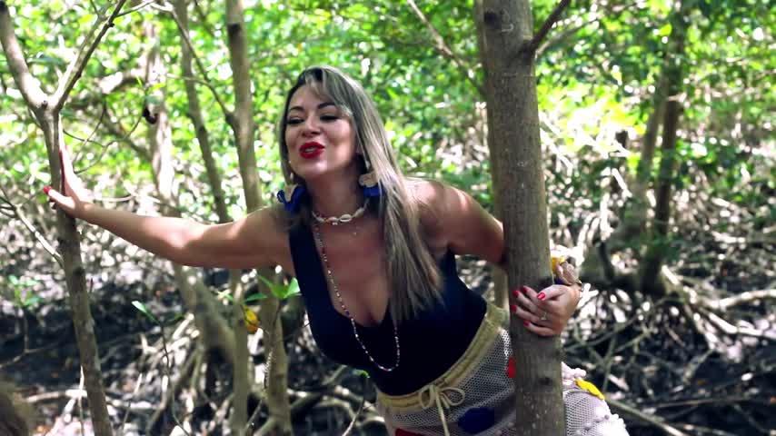 """Imagem ilustrativa da notícia: Batom Carmim estreia clipe da música """"Algodoal"""""""